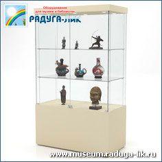 Музейная выставочная витрина с полками с врезными стёклами