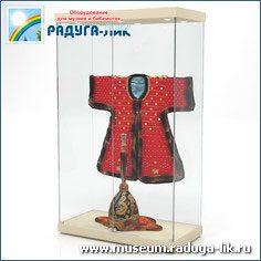 Прямоугольна витрина с полками и врезным остеклением