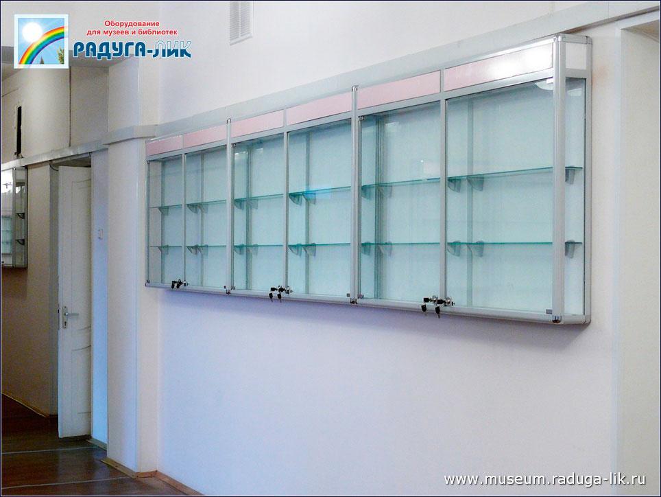 Настенная музейная профильная витрина с подсветкой.