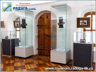 Музейные витрины полного обзора с распашными дверцами